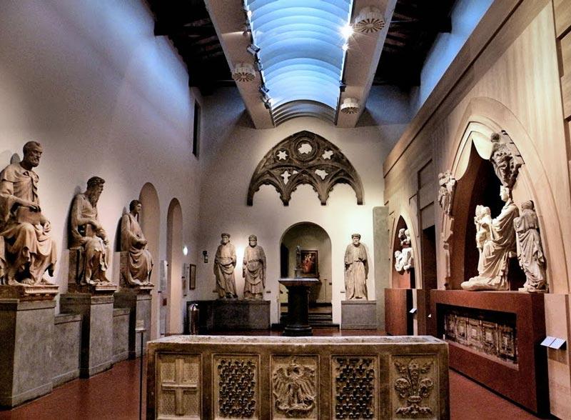 esculturas en el museo de la opera del duomo