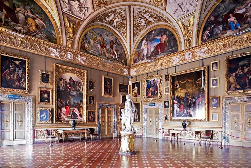Sala de la Galería Palatina de Florencia.