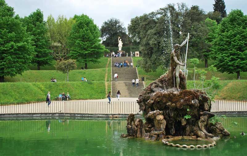 Fuente De Neptuno, En Los Jardines De Boboli En Florencia