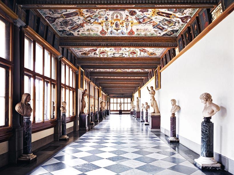 Interior - Corredor este de la Galería Uffizi