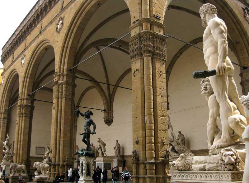 Loggia della Signoria un importante monumento histórico de Florencia