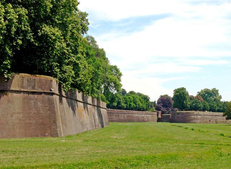 murallas lucca toscana