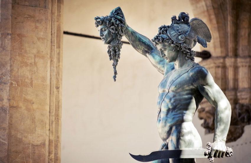 Perseo con la cabeza de Medusa de Benvenuto Cellini en la mano