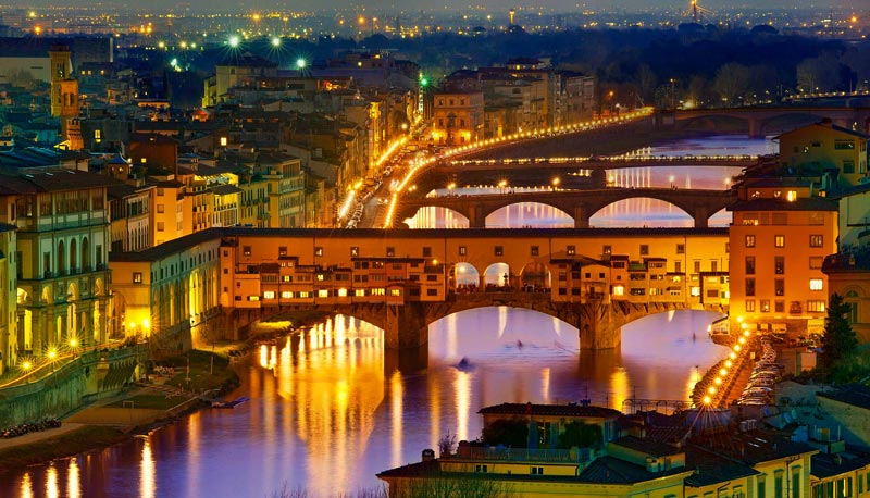 Los puentes sobre el rio Arno en Florencia